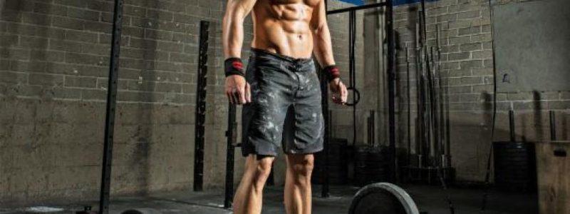 Das Training der Schultern vor dem horizontalen kitzeln